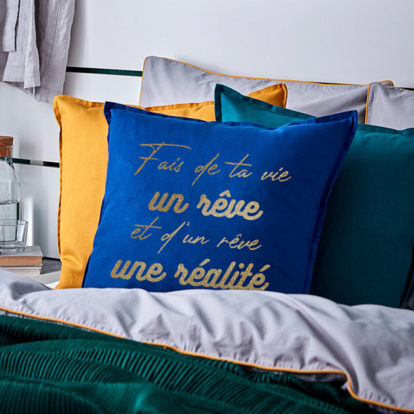 coussin-bleu-fonce-pas-cher-50x50cm-personnalise-normandie-fabrication-francaise-deco-chambre
