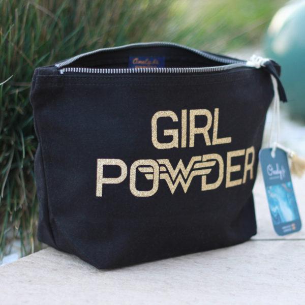 trousse-maquillage-originale-noire-maquillage-girl-powder