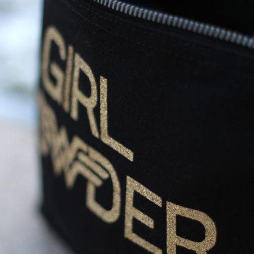 trousse-noire-maquillage-girl-powder-paillettes