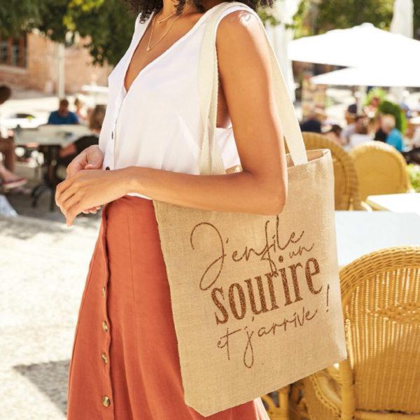 tote-bag-qualite-jute-naturel-cabas-14L-texte-personnalisable-marquage-couleur-paillette-onely-ambiance